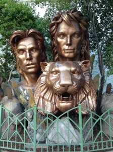 Sigmund & Freud... ehm, sorry... Siegfried & Roy statue.